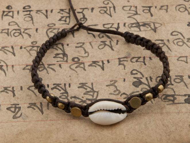 Bracelet bresilien marron avec coquillage cauris et perles bijoux avec cauris bijoux et - Longueur fil bracelet bresilien ...